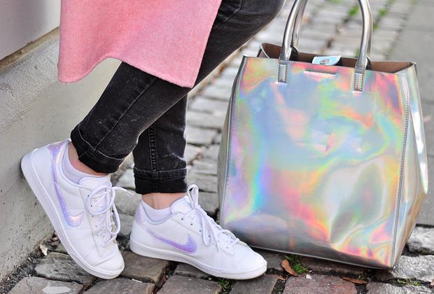 Rosa Mantel Nike Sneaker